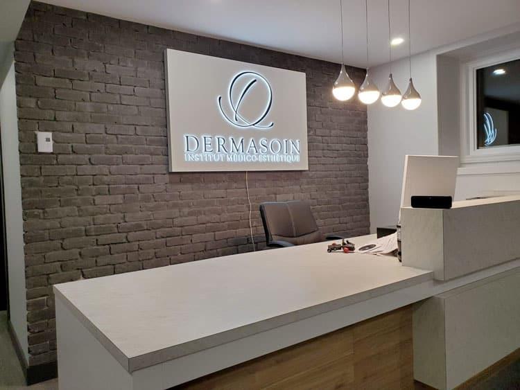 mur de brique personnalisé pour cliniques et bureaux